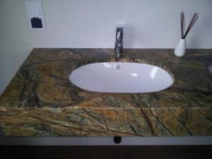 blaty łazienkowe wrocław z marmuru forest green