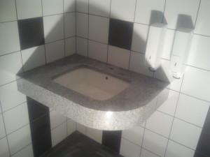 blaty łazienkowe wrocław z granitu bianco new cristal G 603