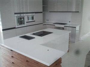 blaty kuchenne wrocław z konglomeratu kwarcowegocrystal absolute white