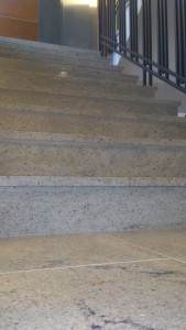 schody z granitu kashmir white